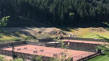 8064 tennis court