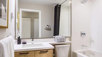 9411 bathroom 02